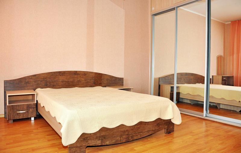 Номер люкс с двуспальной кроватью